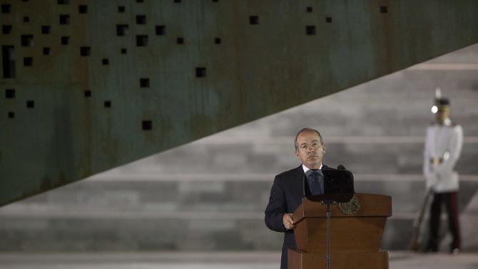 """FILE - In this Tuesday, Nov. 20, 2013, file photo, Mexico's President Felipe Calderon delivers a speech during a ceremony in Mexico City. Mexico's president is making one last attempt to get the """"United States"""" out of Mexico - at least as far as the country's name is concerned. The name """"United Mexican States,"""" or """"Estados Unidos Mexicanos,"""" was adopted in 1824 after independence from Spain in imitation of Mexico's democratic northern neighbor, but it is rarely used except on official documents, money and other government material.  (AP Photo/Alexandre Meneghini, File)"""