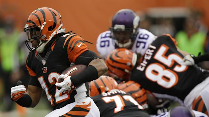 Bengals beat Vikings 42-14, clinch playoff spot