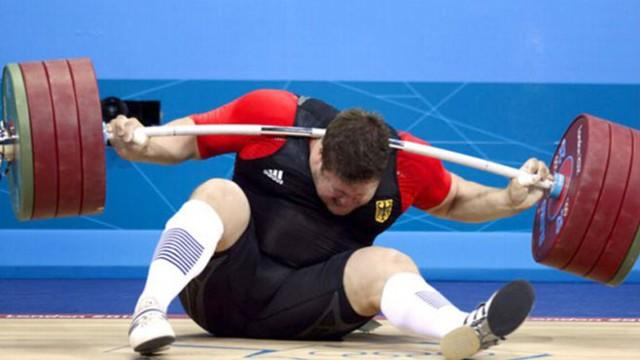 Olympic Games 2012: Weightlifter Matthias Steiner Drops Barbell on His Neck