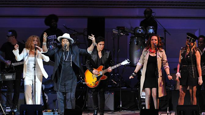 """Singer D'Angelo, left, performs with Wendy Melvoin, Maya Rudolph and Gretchen Lieberum at """"The Music of Prince"""" tribute concert at Carnegie Hall on Thursday March 7, 2013 in New York. (Photo by Evan Agostini/Invision/AP)"""