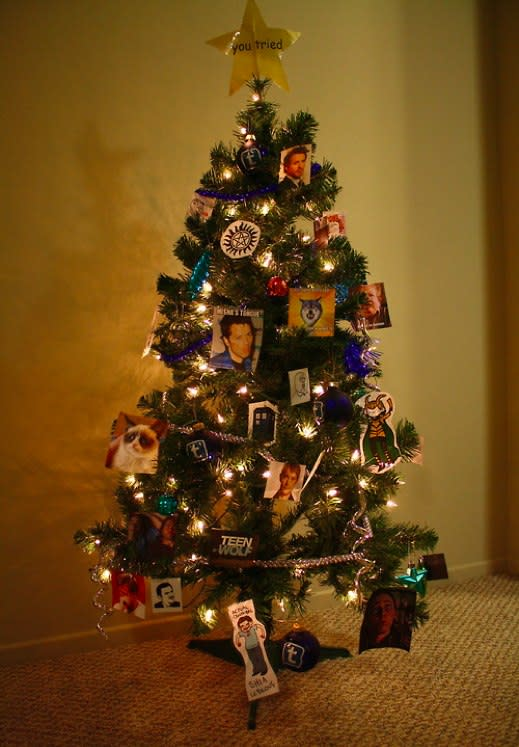 Tumblr Christmas Tree Decks the Tubes