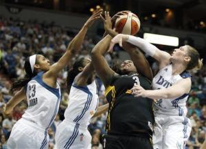 Moore, Augustus score 22, lift Lynx over Shock