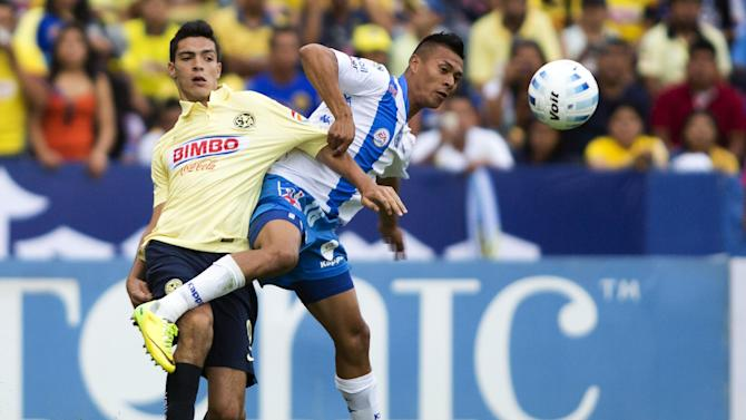 Raul Jimenez (L) of America vies for the ball with Michael Orozco (R) of Puebla during their Mexican Apertura tournament football match at the Cuauhtemoc stadium on August 2, 2014, in Puebla City