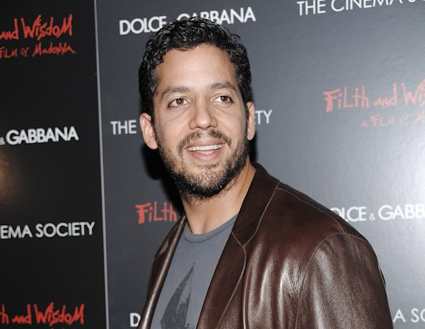 "FILE - This Oct. 13, 2008 file photo shows David Blaine attending a Cinema Society and Dolce Gabbana hosted special screening of ""Filth and Wisdom"" in New York. Blain is returning to New York City Oct. 5-8 for a three day, three night stunt called ""Electrified: One Million Volts Always On."" It will be streamed live. Blaine once set a world-record for holding his breath underwater for 17 minutes. He has also been buried alive for a week, encased inside a six-ton block of ice, and stood on top a 100-foot tall pillar for 36 hours without a safety net. (AP Photo/Evan Agostini, file)"