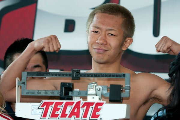 Myung Ho Lee during weight ceremony before saturday combat/Myung Ho Lee durante el pesaje previo a la pelea del sabado/26-oct-2012/MEXSPORT/OSWALDO AGUILAR.