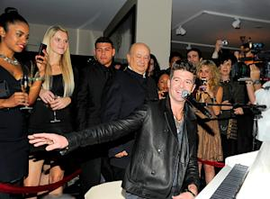 Robin Thicke Gives Surprise Performance in Miami