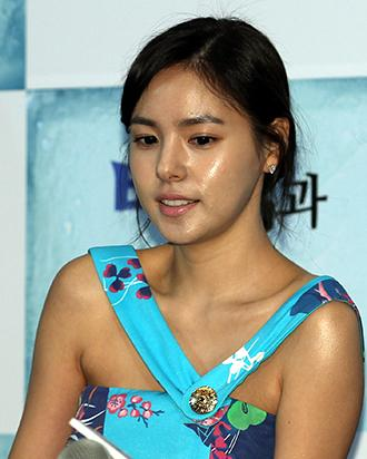 Min Hyo-lyn wins suit against cosmetic surgeon