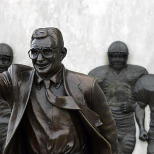 """Mad Dash: Penn State fans plan controversial """"Joe-out"""""""
