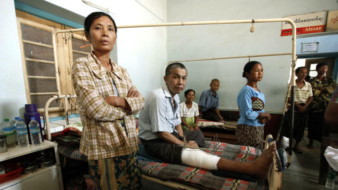 People injured during ethnic unrest between Buddhists and Muslims receive medical treatment at a hospital in Meikhtila, Mandalay division, about 550 kilometers (340 miles) north of Yangon, Myanmar, Saturday, March 23, 2013.  Myanmar's army took control of the ruined central city on Saturday, regaining control after several days of clashes between Buddhists and Muslims that killed dozens of people and left scores of buildings in flames in the worst sectarian bloodshed to hit the Southeast Asian nation this year.(AP Photo/Khin Maung Win)