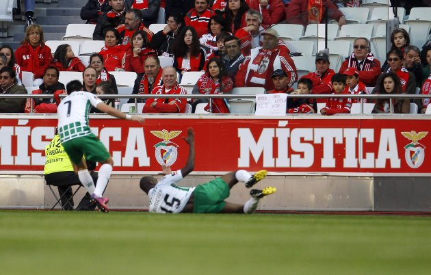 Moreirense's Vinicius Franco celebrates his goal against Benfica with teammate Pablo Fernandez during their Portuguese Premier League soccer match in Lisbon