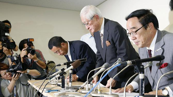 Nippon Professional Baseball commissioner Ryozo Kato, center, bows to the media after attending a news conference following a meeting with representatives of the 12 teams in Tokyo Friday, June 14, 2013. Kato apologized for the confusion caused by introducing a new, livelier ball this season without notifying players. NPB acknowledged this week for the first time that a new ball was introduced at the start of the season, resulting in a sharp increase in home runs. Japan's 12 teams agreed to have a third party investigate the issue of why NPB secretly made its baseballs livelier. (AP Photo/Kyodo News) JAPAN OUT, MANDATORY CREDIT