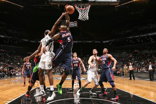Hawks pull away, keep Nets out of 1st-place tie