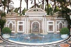 Versace mansion's $41.5 million sale disappoints
