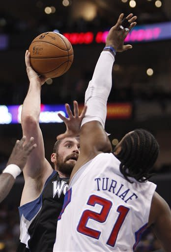 Billups returns, Clippers beat Wolves 101-95