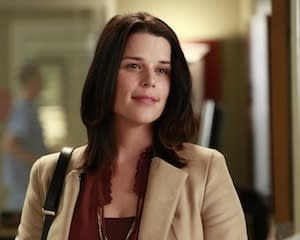 Grey's Anatomy Sneak Peek: Neve Campbell's Liz Arrives to Lend Derek a Hand