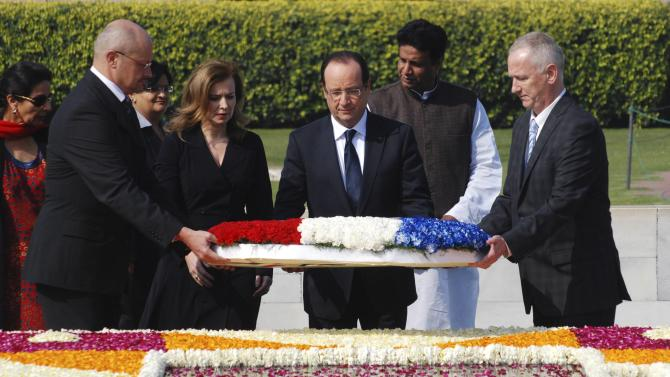 France's President Hollande and his partner Trierweiler place a wreath at the Mahatma Gandhi memorial at Rajghat in New Delhi