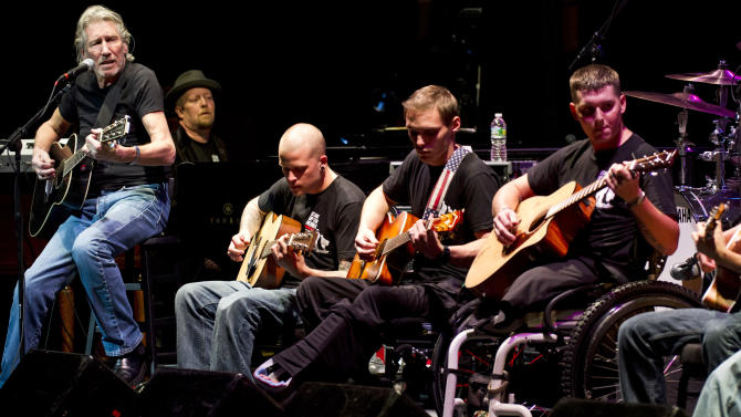 Roger Waters, left, performs with injured service members at the 6th Annual Stand Up For Heroes benefit concert on Thursday, Nov. 8, 2012 in New York. (Photo by Charles Sykes/Invision/AP)