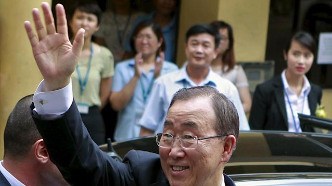 United Nations Secretary-General Ban Ki-moon waves to students of the Vietnam's Diplomatic Academy after a talk with them in Hanoi