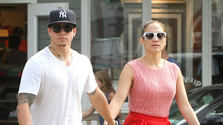Exclusive - Jennifer Lopez & Casper Smart Go For a Walk in The Hamptons