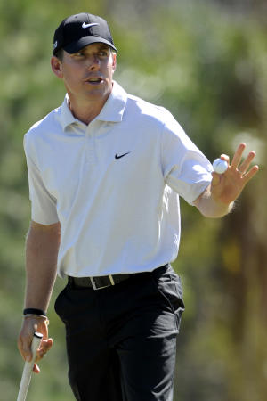 Justin Leonard acknowledges the crowd after putting for par on the 18th hole during the second round of the Children's Miracle Network Classic golf tournament in Lake Buena Vista, Fla., Friday, Oct. 21, 2011. (AP Photo/Phelan M. Ebenhack)