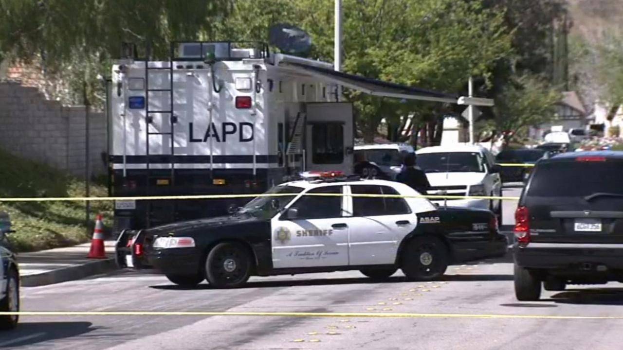 Shooting involving off-duty LAPD officer in Santa Clarita under investigation