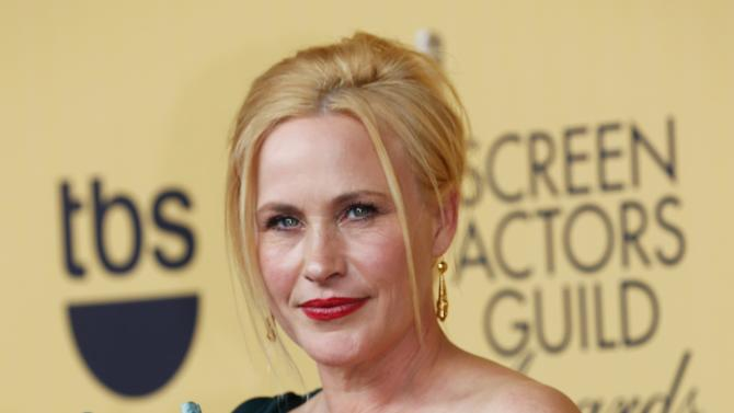 Patricia Arquette poses with her award during the 21st annual Screen Actors Guild Awards in Los Angeles