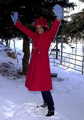 "Aunjanue Ellis of The Caveman's Valentine shows off her ""idiot mittens"" Sundance Film Festival Day 3 Park City, Utah 1/20/2001"