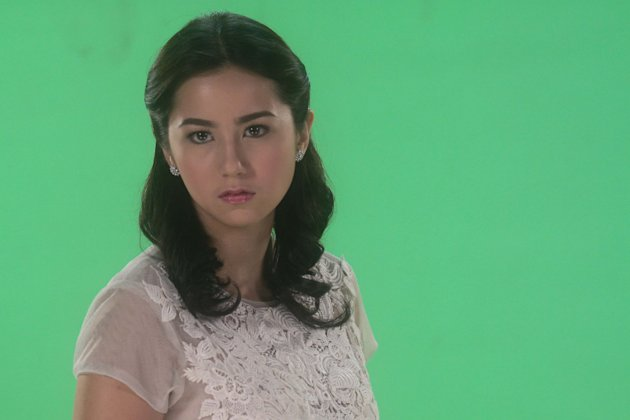 "TV5 actress Sophie Albert poses during the photoshoot of her first project with the Kapatid network titled ""Never Say Goodbye"" co-starring Vin Abrenica and Nora Aunor. (George Calvelo/NPPA Images)"