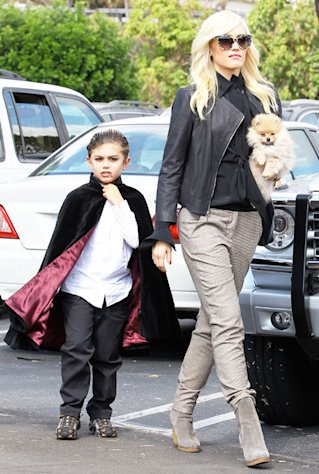 Aww! Kingston, Zuma Rossdale Dress as Vampires for Family Pumpkin Patch Outing