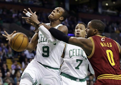 Pierce scores 40 to lead Celtics over Cavs 103-91