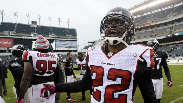 Atlanta Falcons cornerback Asante Samuel (22) reacts after the Falcons defeated the Philadelphia Eagles 30-17 in an NFL football game on Sunday, Oct. 28, 2012, in Philadelphia. (AP Photo/Michael Perez)