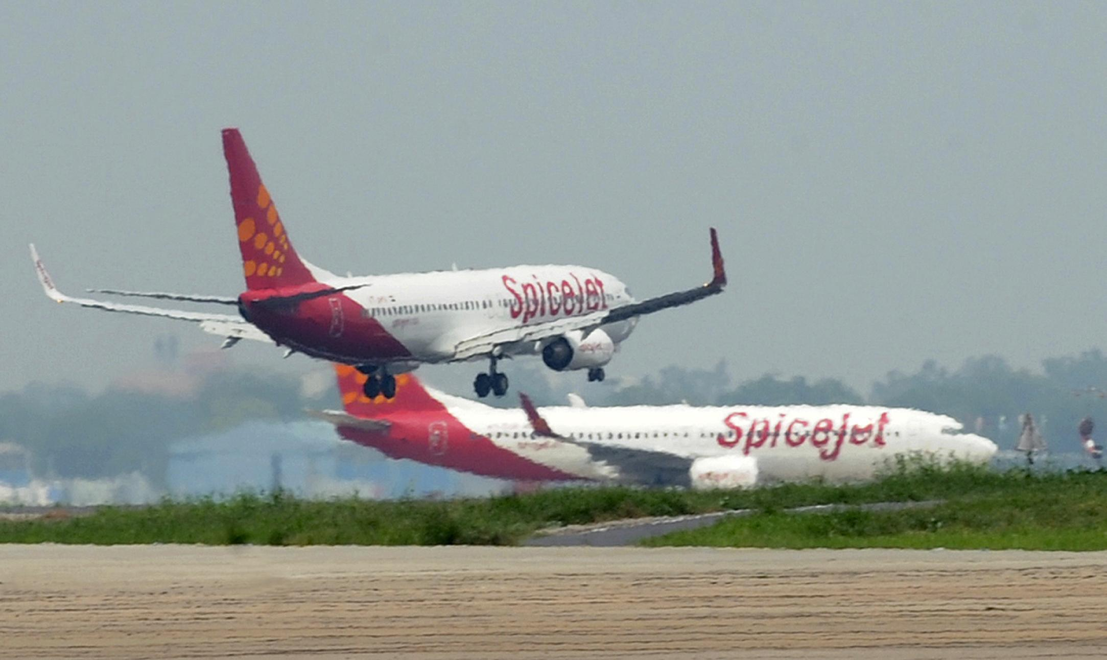 India's SpiceJet resumes flights after fuel row