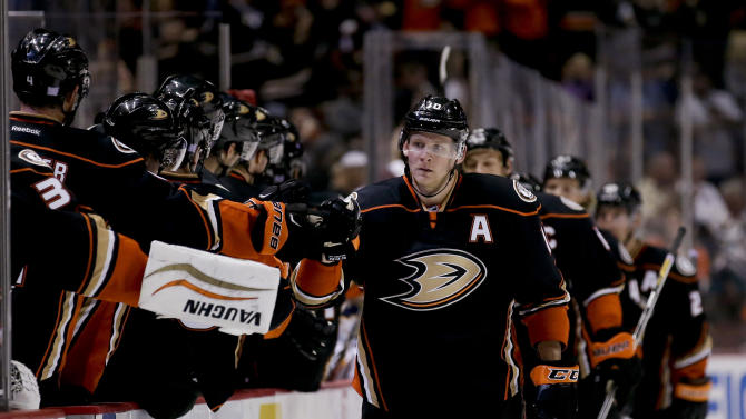 Perry has hat trick, Ducks beat Sabres 4-1