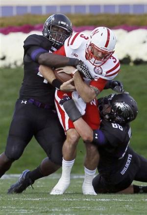 Martinez rallies Nebraska past Northwestern, 29-28
