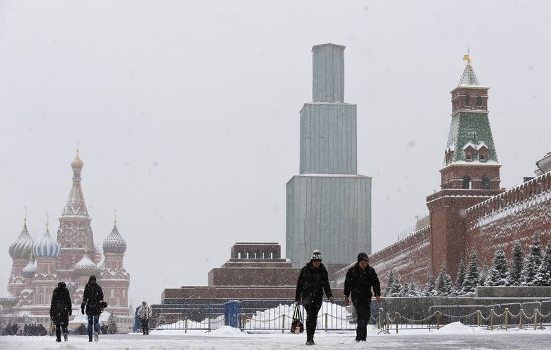 "S&P downgrades Russia's sovereign credit rating to ""junk"""