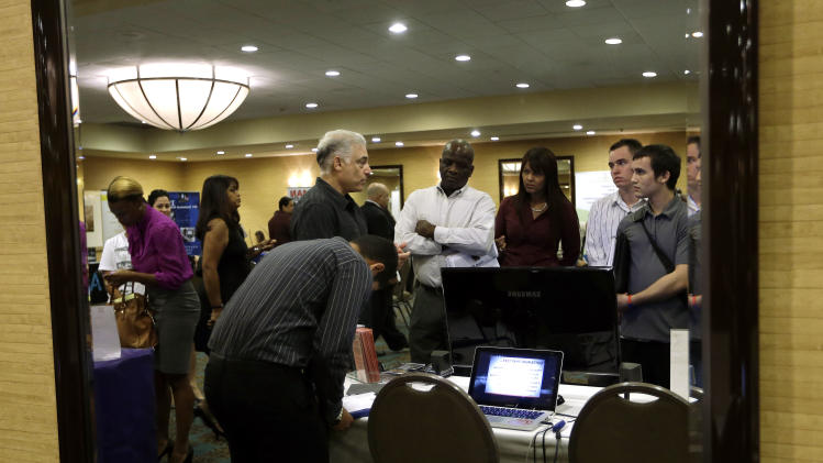 US unemployment rate likely rose on weak hiring