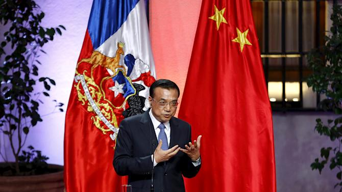 Chinese Premier Li Keqiang delivers a speech during a signing ceremony with Chile's President Michelle Bachelet at the government palace