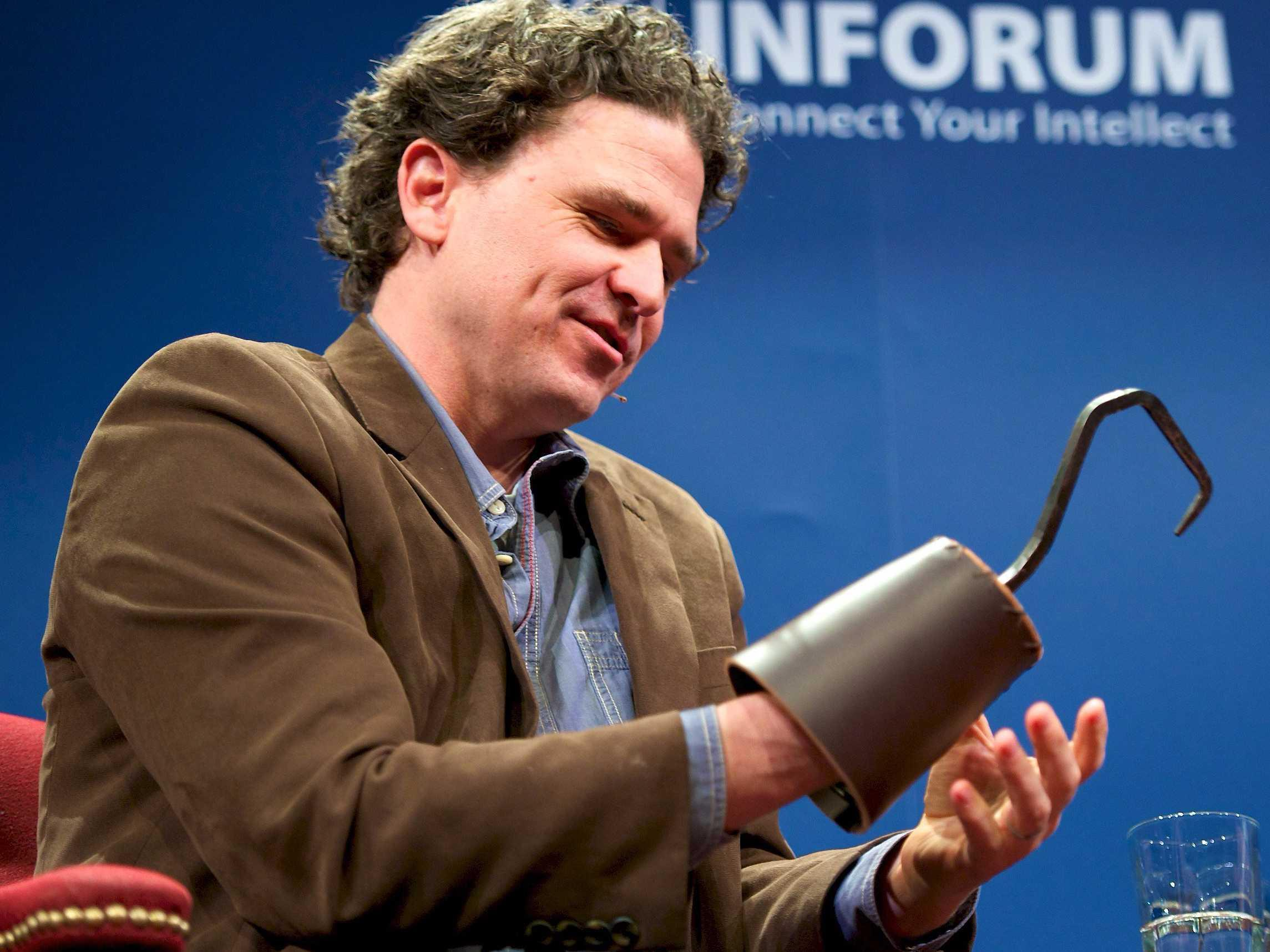 5 tips to write the best online dating profile, from writer Dave Eggers