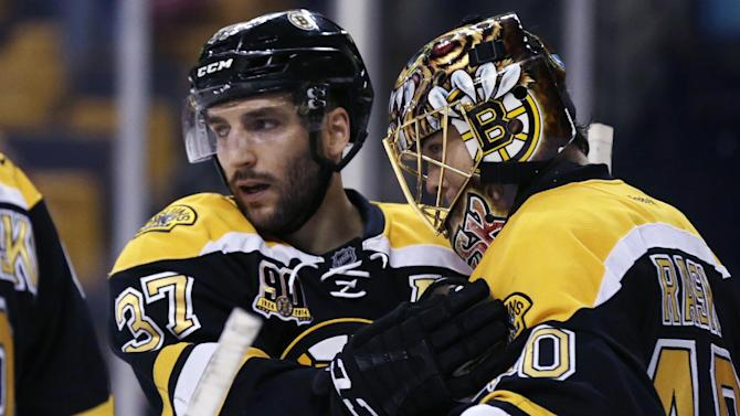 Bergeron scores twice, Bruins top Blackhawks 3-0