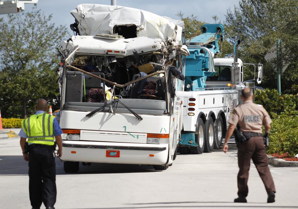 2 dead in bus crash into overpass at Miami airport