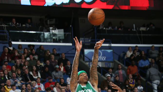 Isaiah Thomas leads Celtics past Pelicans, 104-98