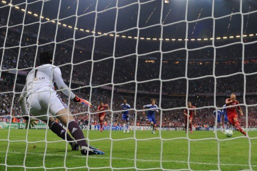 Chelsea goalkeeper Petr Cech (left) is to jump to stop the penalty kicked by Bayern Munich's midfielder Arjen Robben