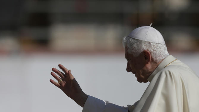 Pope Benedict XVI blesses the faithful during the weekly general audience in St. Peter's sqaure at the Vatican, Wednesday, Oct. 10, 2012. (AP Photo/Alessandra Tarantino)