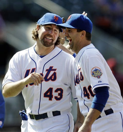 RA Dickey leads Mets over Diamondbacks 3-1