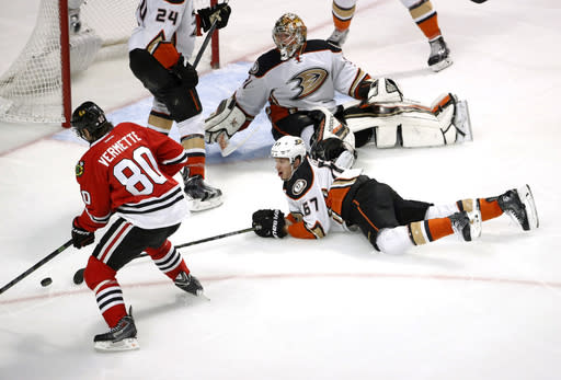 Blackhawks and Ducks try to recover fast for Game 5