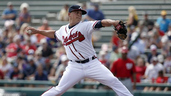 Braves say Kris Medlen injured elbow ligament