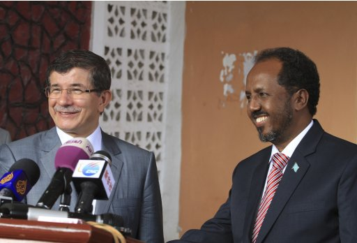 Somalia's President Hassan Sheikh Mohamud and Turkish Foreign Minister Ahmet Davutoglu attend a joint news conference in Mogadishu