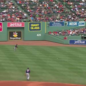 Pedroia singles in a run