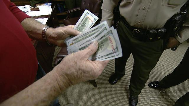 Secret Santa dispatches deputies to do good deed