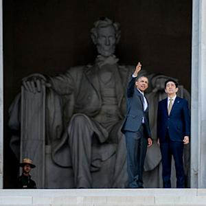Obama Plays Tour Guide With Abe at Lincoln Memorial